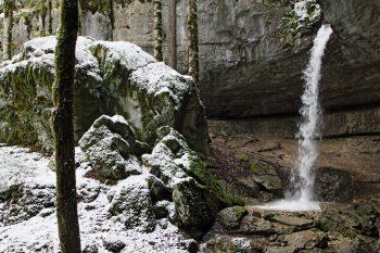 Le débit de la cascade du bief de Vautenaivre varie beaucoup selon la saison et la météo. L'idéal? Juste après une pluie!
