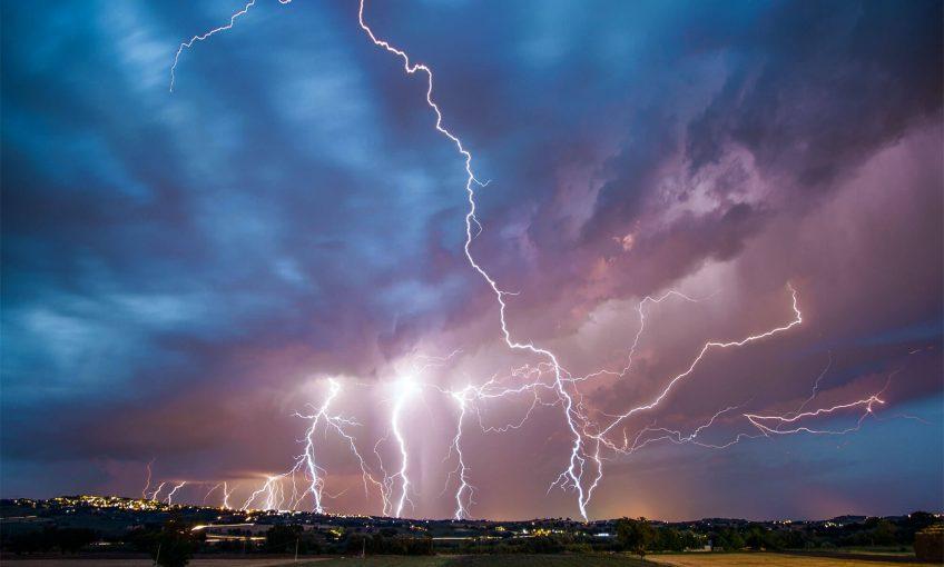 Pourquoi les orages font-ils des éclairs et du tonnerre ?