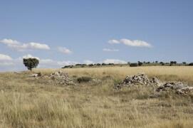 Tas de pierres ou clapas sur un plateau agricole au nord de l'Espagne
