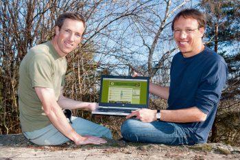 «lepido.ch se veut convivial, participatif, adapté au grand public mais également utile pour des observateurs confirmés. Avec les outils actuels, il est facile de réaliser son site internet!»  Vincent (à gauche) et Michel Baudraz, mars 2012.
