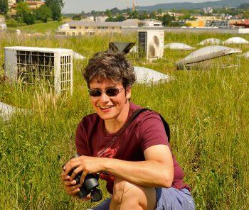 Nathalie Baumann: «Le potentiel de végétalisation des toitures est énorme. Ces surfaces joueront sans doute à l'avenir un rôle  essentiel pour la protection  de la nature.»