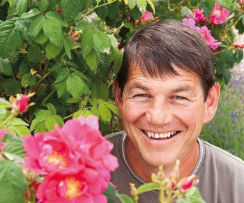 A contre-courant des rosiéristes conventionnels, Alain…