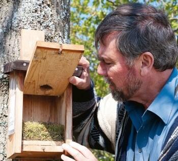 Bernard Genton visite un nid de…