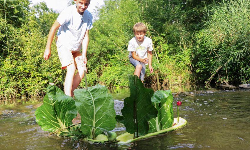 Recyclez une vieille courgette du jardin en bateau pirate