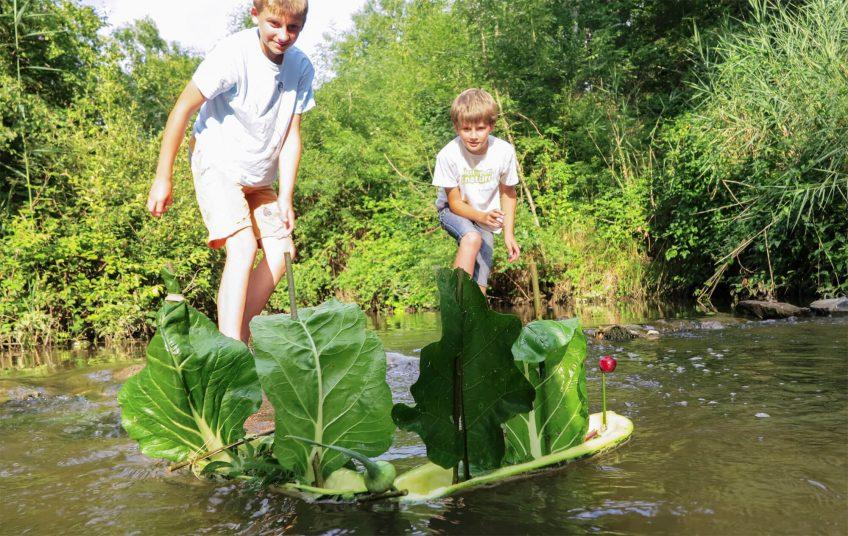 Recyclez la vieille courgette du jardin en bateau pirate!