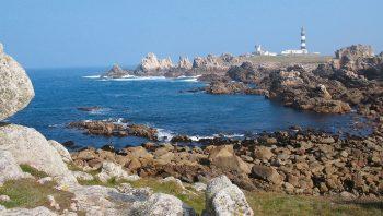 A la jonction de la Manche et de l'Atlantique, le phare du Creac'h assure depuis 1860 la sécurité des milliers de bateaux qui empruntent chaque année le «rail d'Ouessant».