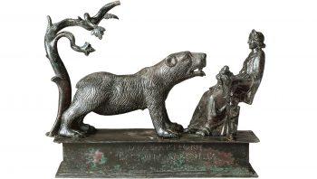 Cette figurine en bronze trouvée à Muri, près de Berne, date du IIe siècle après J.-C. Elle illustre la persistance d'un culte à l'ours malgré le développement du christianisme.
