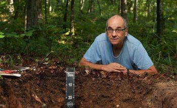 «La terre est un livre d'archives. Sur 90 cm d'épaisseur, nous avons 15 000 ans d'histoire.» Jean-Michel Gobat