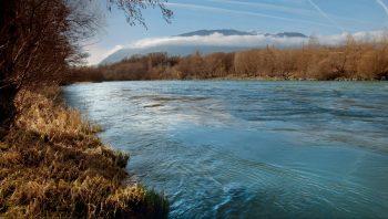 En janvier, le Rhône a un débit de 330m3/s.
