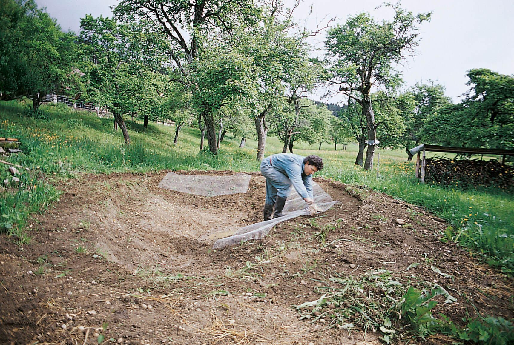 Comment construire une mare la salamandre for Bache pour mettre sous gravier