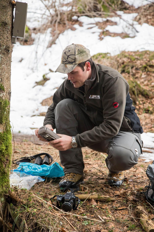 Reportage autour des loups du Calanda dans les Grisons - La Salamandre garde-faune piège photo René Gadient