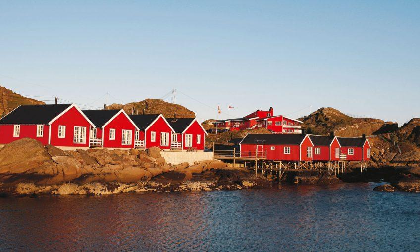 maison rouge pilotis