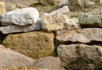 Construire une nurserie à lézards - La Salamandre mur pierre