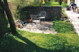 Un jardin, depuis le point de vue d'un homme.  / © Laurent Willenegger