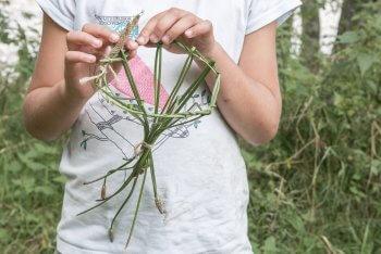L'étape 3 de création d'un panier plantain.