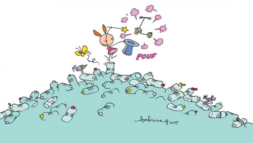 Illustration de Myrtille sur un tas de bouteilles plastiques recyclables