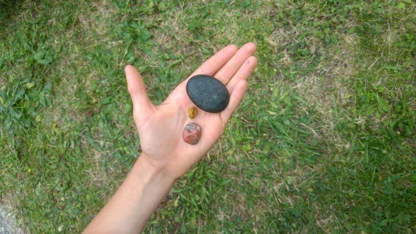 Une pierre huilée.