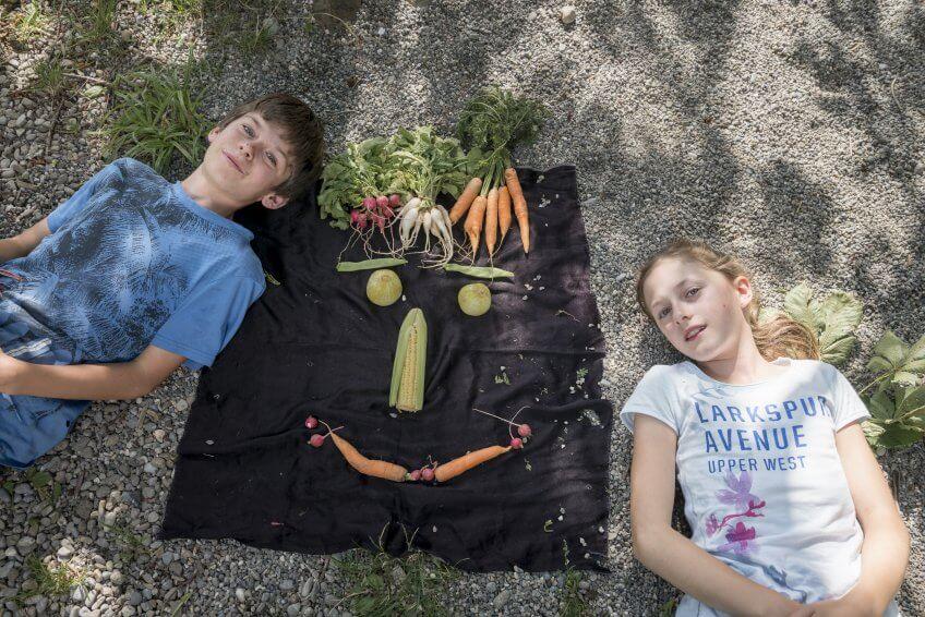 Un visage réalisé avec des légumes.