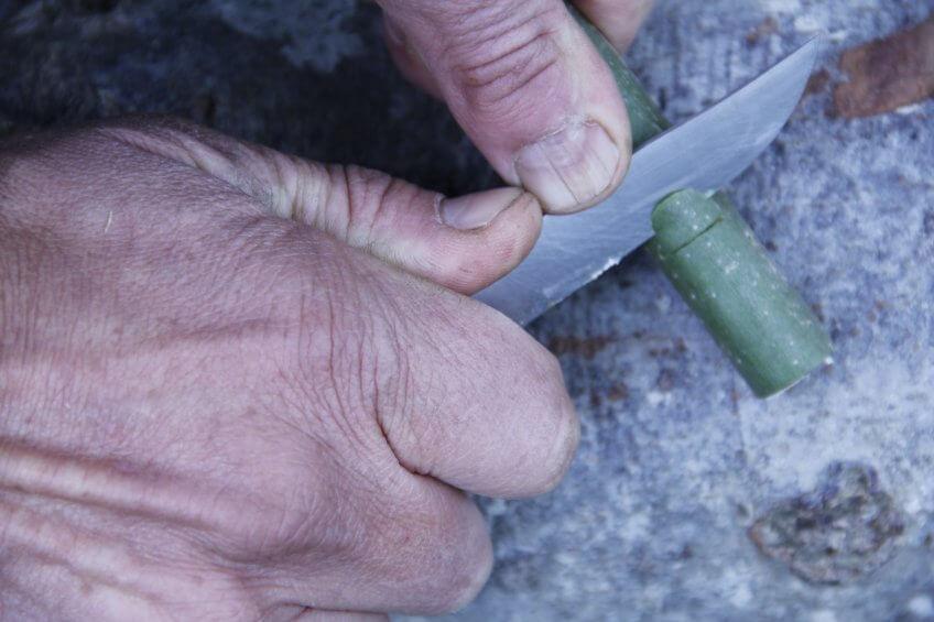 L'étape 5 de la création d'une flûte.