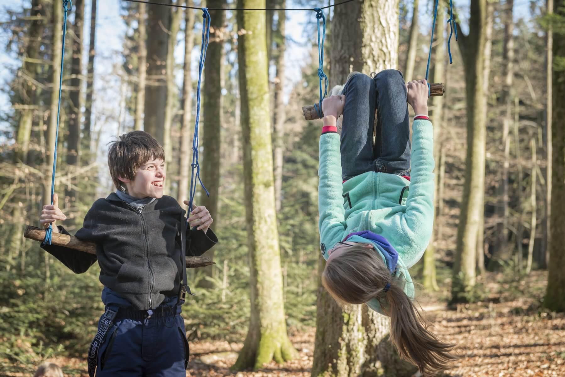 Comment Fixer Une Balançoire À Une Branche D Arbre balançoire en trapèze – pour se balancer, voltiger, tourner