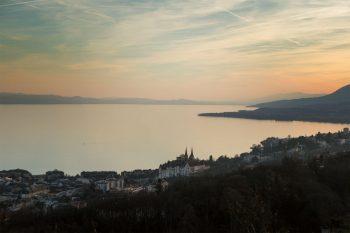 Vue sur Neuchâtel depuis le Rocher de l'Ermitage.