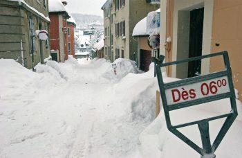 Venue trop tard, trop tôt, trop rare, trop abondante, la neige fera toujours des mécontents. - La Salamandre