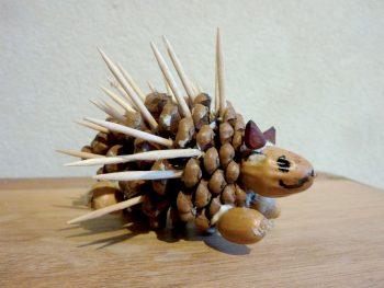 Fabriquez un hérisson météo avec une pomme de pin