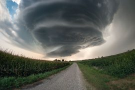 Orage tourbillonnaire dans le nord de l'Italie / © Dean Gill