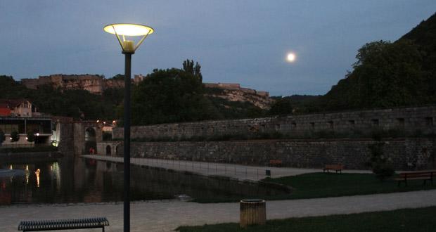La Citadelle Vauban et la pleine lune à Besançon